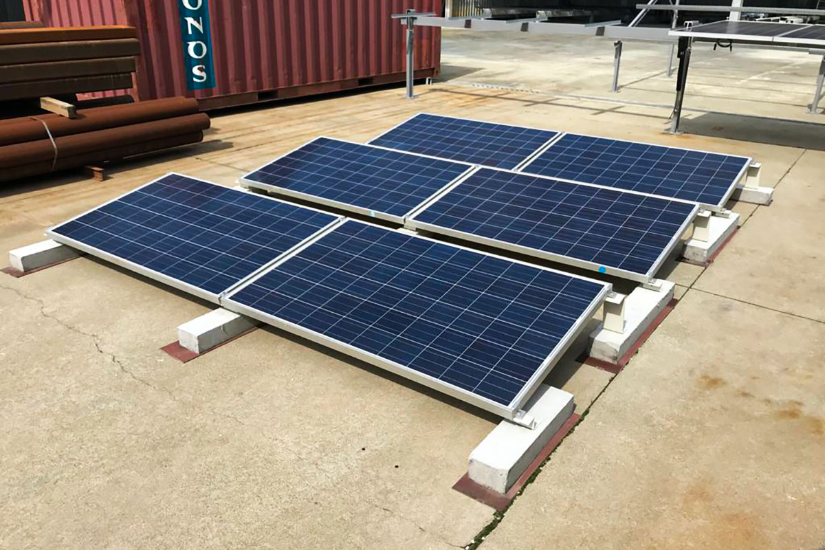 Photovoltaic systems on flat roofs